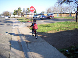 Federal investments make it possible for kids to safely walk and bike to school. www.pedbikeimages.org / Dan Burden