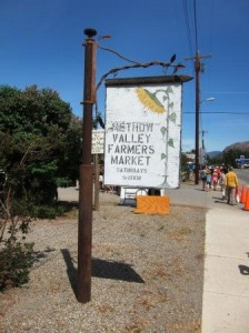 Farmers Markets, like the one in Twisp, are popular stops for bicycle travelers.