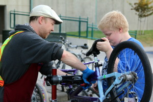 Volunteer Josh Hagen helps families at Holmes Elementary in Spokane learn to do their own bike maintenance as part of our school and family program.