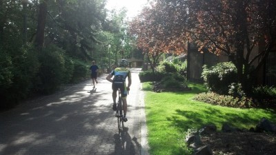 Spokane-Centennial-Trail_Behind-Red-Lion-Inn-at-Park_Bicycle-Rider-Runner_forweb