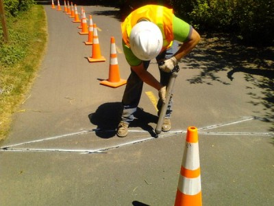 Installation of a bicycle/pedestrian counter, Redmond, WA, 2015. Pic by Washington Bikes.